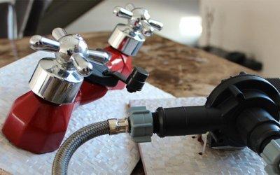 Dispositivo para reciclar agua en la ducha