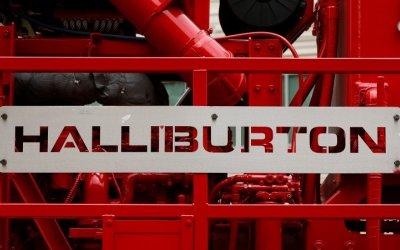 Halliburton advierte desafíos por caída en valores del crudo