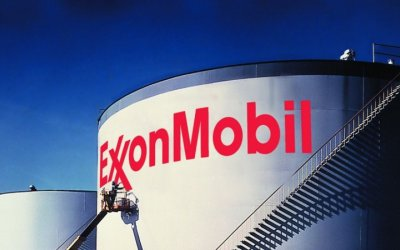 Beneficio de ExxonMobil se redujo 50%