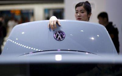 VW llama a revisión a 1,950 autos en China
