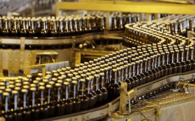 AB InBev aumenta oferta para adquirir a SABMiller