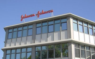 Beneficio de Johnson & Johnson cae 29.3%