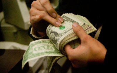 Peso vuelve a caer, el dólar se vende en 19.15 pesos