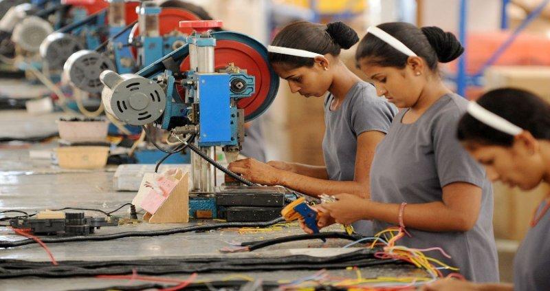 Producción industrial de México cae 0.3% en enero a tasa anual: Inegi