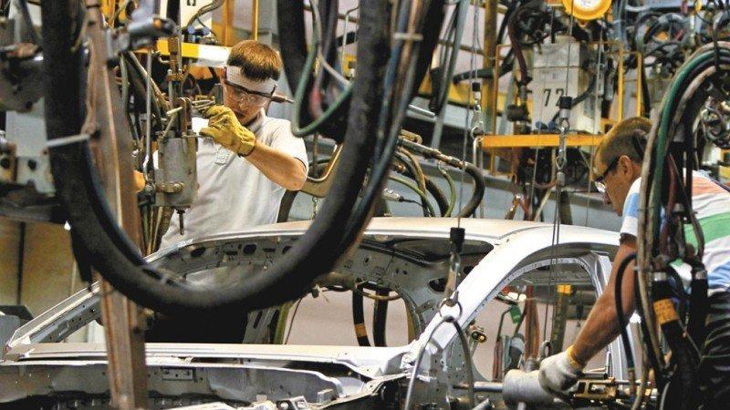 Industria manufacturera suma 21 meses con aumentos