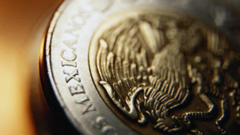Dólar alcanza los 18.55 pesos y esta es la razón