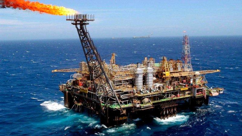 El petróleo en Londres cayó por debajo de los 50 dólares