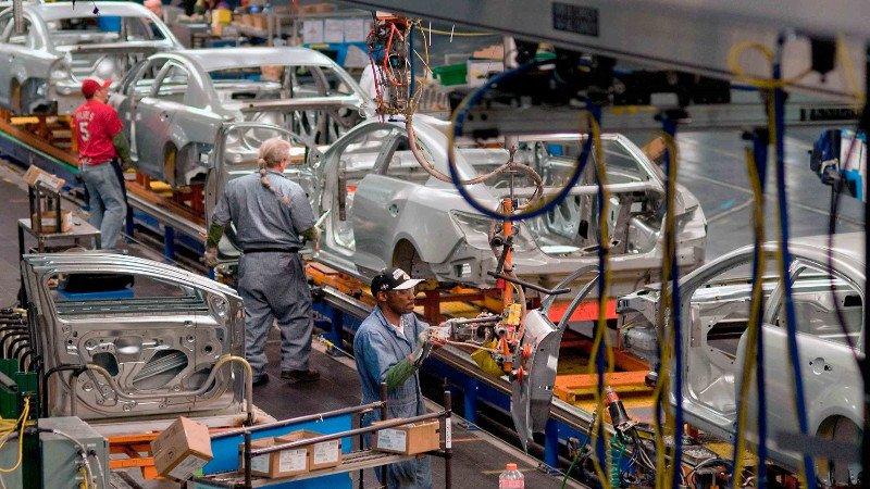Nissan desacelera su producción en EU y México